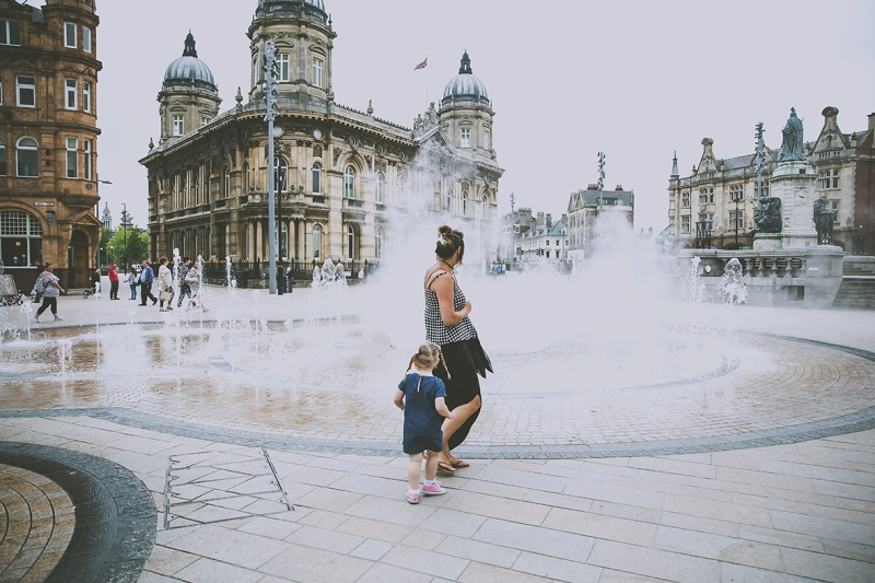 Hull Queen Victoria Square Water Fountains mum and daughter