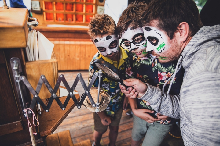 MAGNIFYING GLASS DJ FRIETMACHINE SUPERHALLO FREEDOM FESTIVAL 2017