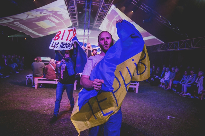 CARRYING FLAG COUNTING SHEEP REVOLUTION A GUERRILLA FOLK OPERA FREEDOM FESTIVAL 2017
