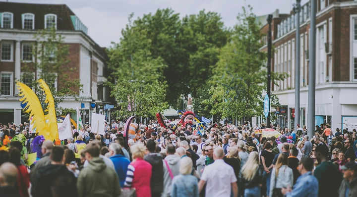 CROWDS HULL INTERNATIONALE CARNIVAL FREEDOM FESTIVAL 2017